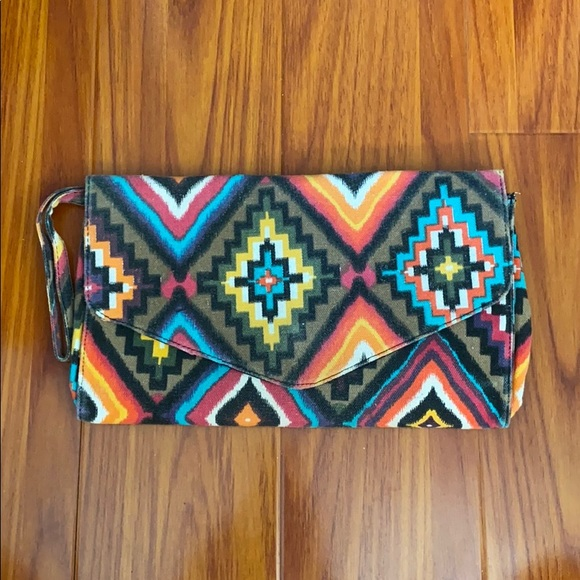 🌿 Multicolour Aztec Clutch